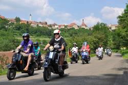 Auch auf der Vespa und anderen motorisierten Rädern lässt sich die Umgebung prima erkunden.
